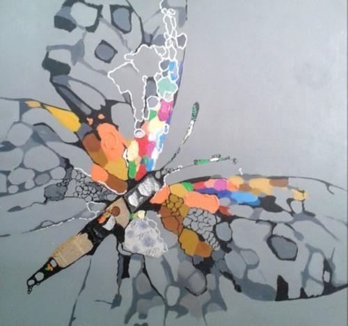Бабочка на сером фоне 599