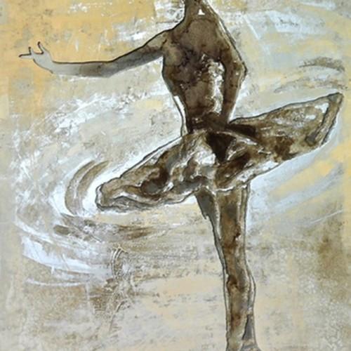 Балерина на сцене 668